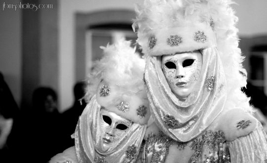 couple costumé carnaval n&b