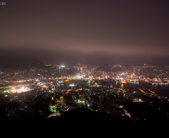 Vue panoramique sur Nagasaki by night
